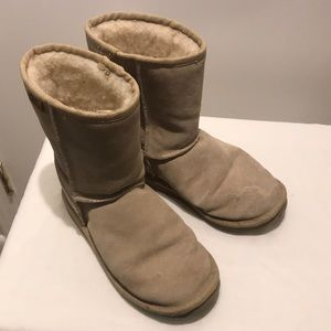 "Cute 8.5"" High RMU suede boots"